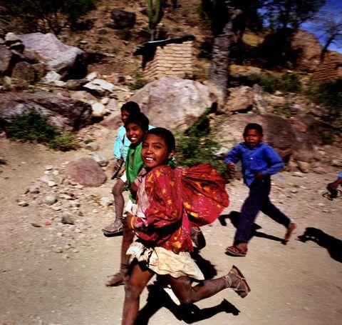 Bộ tộc Tarahumara - giày chạy bộ có phải một cú lừa?